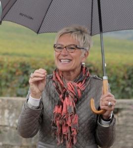 Colette Barbier explique la vigne sous la pluie