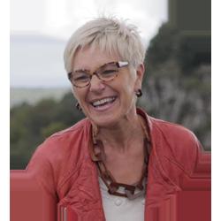 Portrait de Colette Barbier - Votre guide personnel en Bourgogne